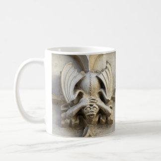 手ヘッドのガーゴイルのマグ コーヒーマグカップ