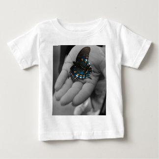 手元のButtefly ベビーTシャツ