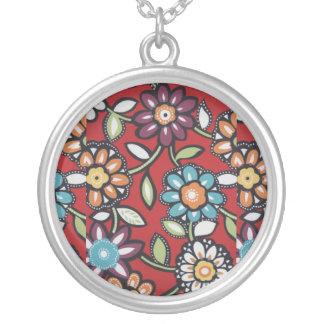手塗りのヒッピーによってはネックレスが開花します シルバープレートネックレス