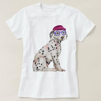 手塗りのヒップスターのダルマチア人によって斑点を付けられる犬 Tシャツ