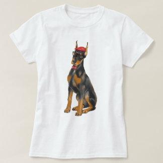 手塗りのヒップスターの(犬)ドーベルマン・ピンシェル犬 Tシャツ