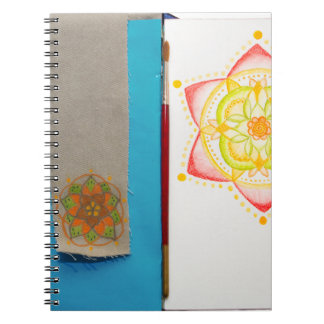 手塗りカラフルな曼荼羅の花 ノートブック