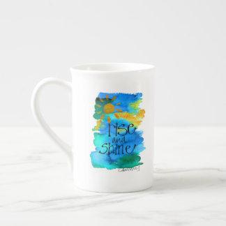 手塗り上昇及び輝やきの青空 ボーンチャイナカップ