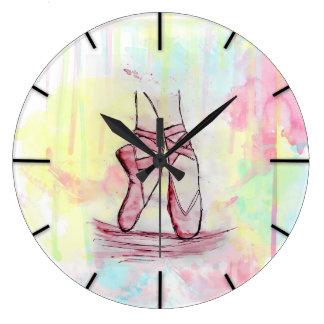 手描きのかわいいバレエシューズのスケッチの水彩画 ラージ壁時計
