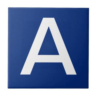 手紙は青い白をタイルを張ります タイル