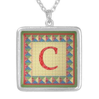手紙C: 「生地キルト」のスタイルイニシャルおよびパターン シルバープレートネックレス