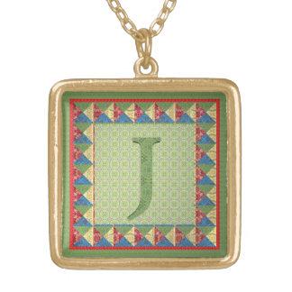 手紙J: 「生地キルト」のスタイルイニシャルおよびパターン ゴールドプレートネックレス