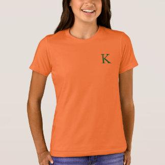 手紙Kが付いているTシャツ Tシャツ