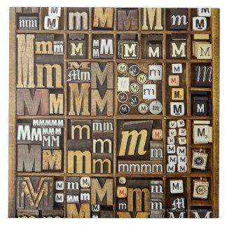 手紙M 正方形タイル大