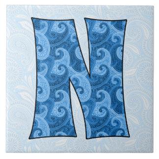 手紙N -モノグラムので青いペイズリー タイル