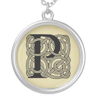 手紙Pのヴィンテージのケルト結び目模様のモノグラム シルバープレートネックレス