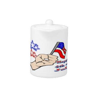 手7月第4 -旗のティーポットを握る
