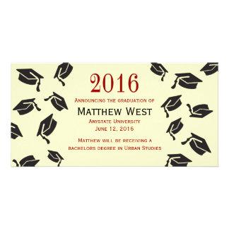 投げられた卒業は発表-赤--をおおいます カード