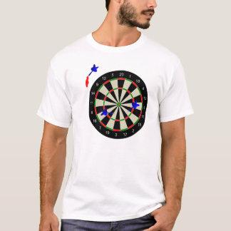投げ矢が付いている投げ矢板 Tシャツ