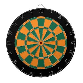 投げ矢板: オレンジ、深緑色、および黒 ダーツボード