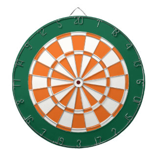 投げ矢板: 白く、オレンジ、および深緑色 ダーツボード
