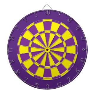 投げ矢板: 黄色、紫色、および暗い紫色 ダーツボード