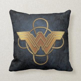 投げ縄上のワンダーウーマンの金ゴールドの記号 クッション