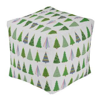 折衷的なクリスマスツリー プーフ