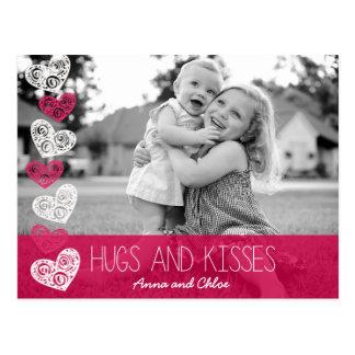 抱擁およびキスの写真の郵便はがき ポストカード