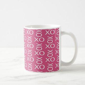 抱擁およびキス コーヒーマグカップ