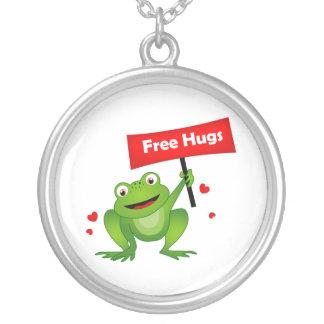 抱擁かわいいカエルを放して下さい シルバープレートネックレス