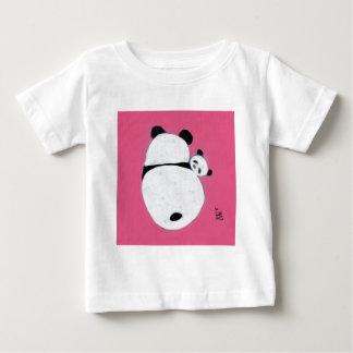 抱擁のタイムのピンク ベビーTシャツ