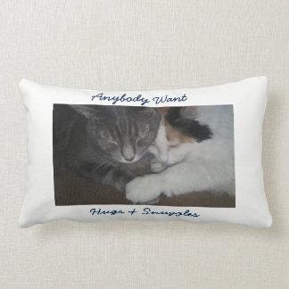 抱擁の枕 ランバークッション