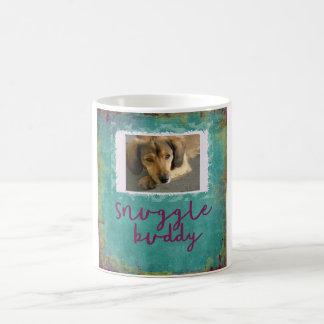 抱擁の相棒のカスタムなティール(緑がかった色)犬の写真のマグ コーヒーマグカップ