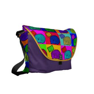 抱擁ハリネズミのカラフルなポップアートPopartを解放して下さい メッセンジャーバッグ