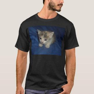 抵抗できない子猫 Tシャツ