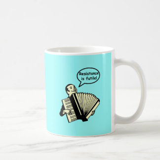 抵抗は役に立たないです! (アコーディオン) コーヒーマグカップ