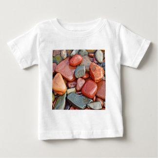 抽象的でクールなぬれた小石 ベビーTシャツ