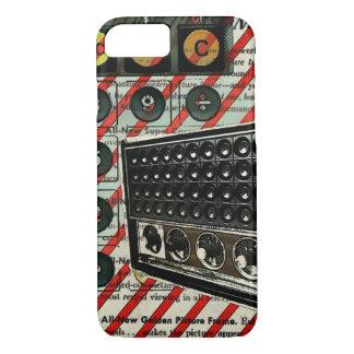 抽象的でファンキーなヴィンテージのデジタルレトロのラジオ iPhone 8/7ケース