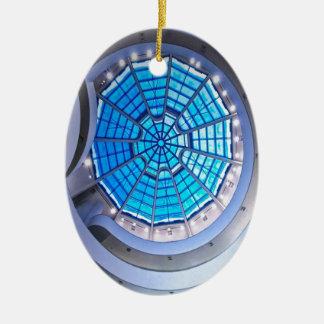 抽象的で涼しい螺線形タワーの青 セラミックオーナメント