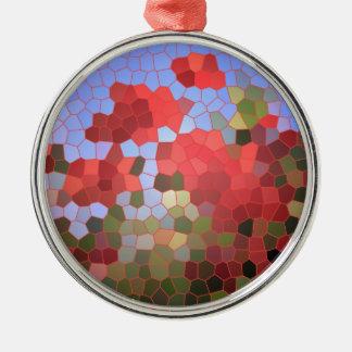 抽象的で赤いケシの青空のステンドグラスのモザイク メタルオーナメント