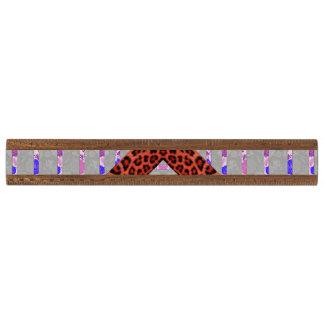 抽象的なアニマルプリントの花柄のストライプなパターン 定規