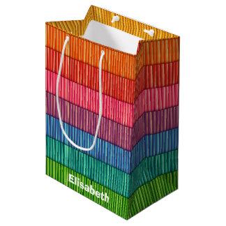 抽象的なカラフルストライプなパターン名前 ミディアムペーパーバッグ