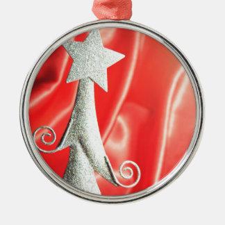 抽象的なクリスマスツリーのデザイン メタルオーナメント