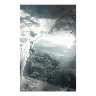抽象的なファンタジーのユニコーンライト対暗闇 便箋