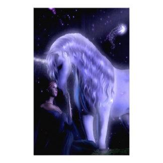 抽象的なファンタジーのPupleの妖精のユニコーン 便箋