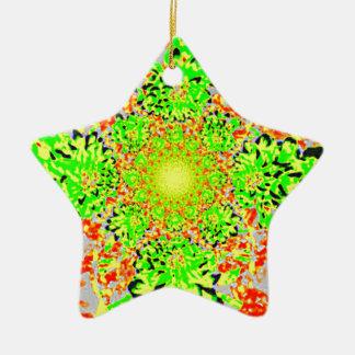 抽象的なライムグリーンの花のダリアの花模様 陶器製星型オーナメント