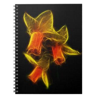 抽象的なラッパスイセンの花 ノートブック
