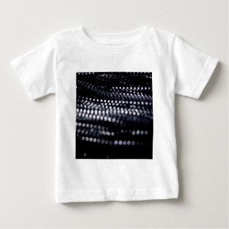 抽象的な水晶は暗闇を反映します ベビーTシャツ
