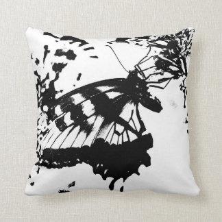 抽象的な白黒蝶枕 クッション