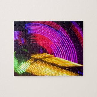 抽象的な紫色の黄色く赤いおよび緑色航法燈 ジグソーパズル