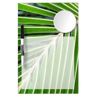 抽象的な緑のシュロの葉 ミラー付きホワイトボード