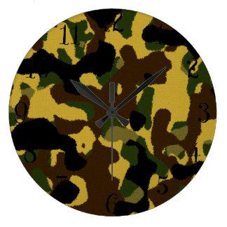 抽象的な緑の茶色の黄色いカムフラージュパターン ラージ壁時計
