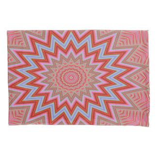 抽象的な背景の赤く、ピンクの同心の星 枕カバー