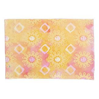抽象的な背景の黄色の白い及びピンクの水彩画 枕カバー